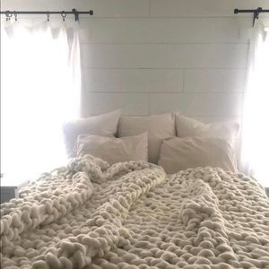 Other - Chunky wool knit blanket